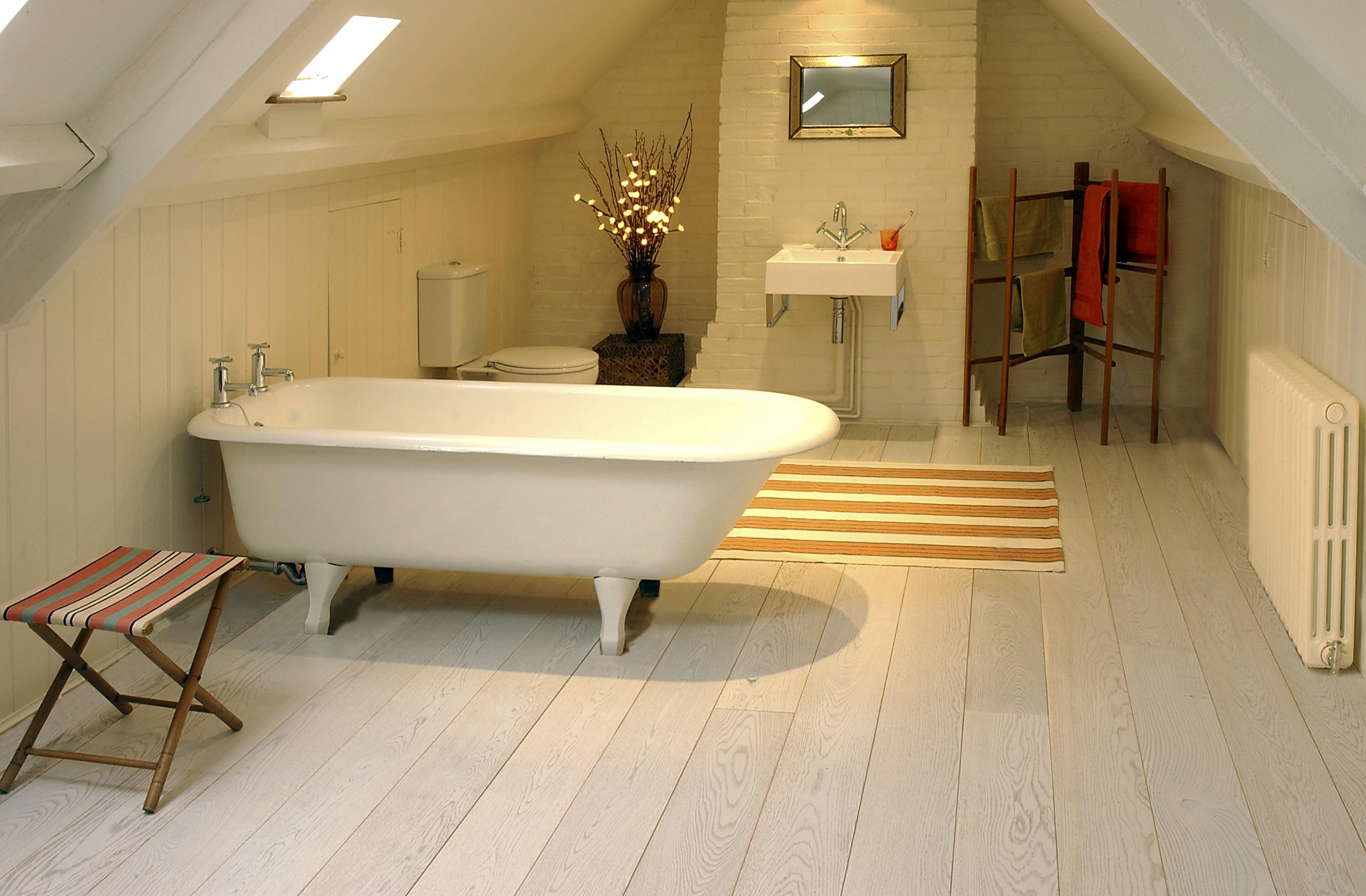 Attic Bathroom Ideas Foucaultdesign regarding proportions 3204 X 2102