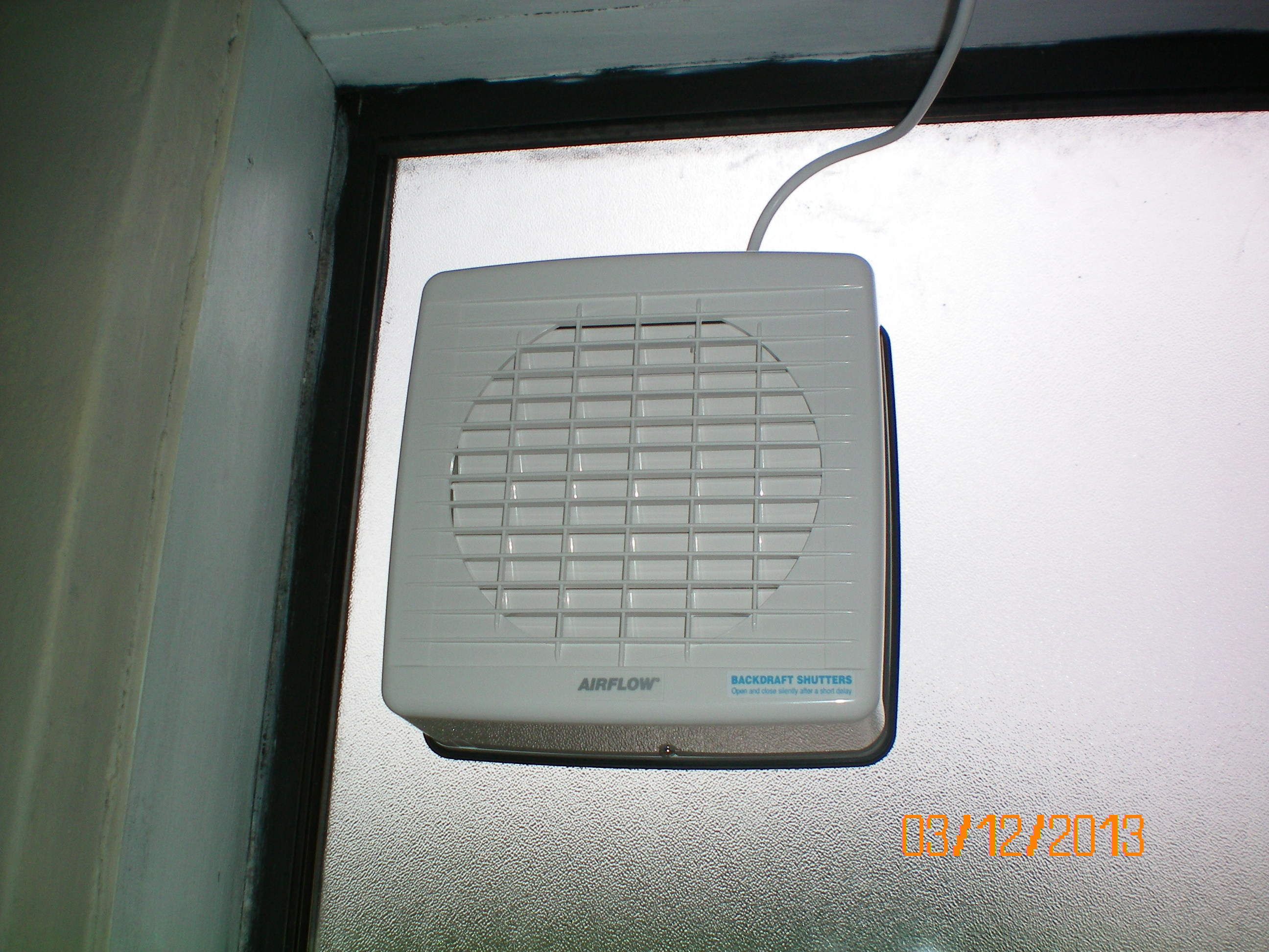 Tcl Electric Windowmounted Exhaustextractor Fan In A Friends throughout proportions 2592 X 1944